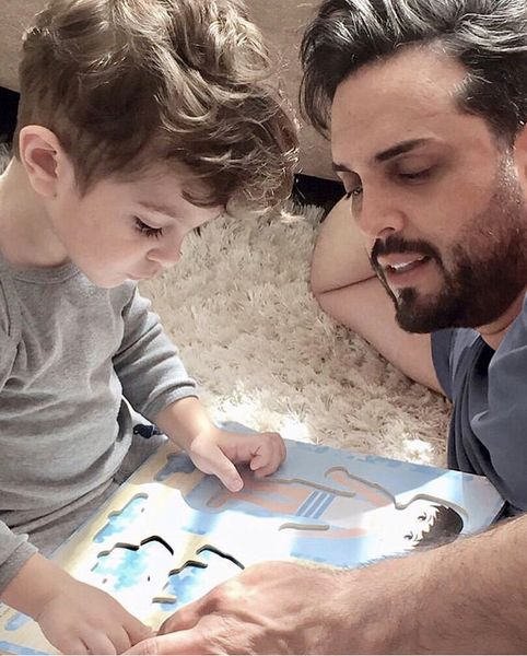 پدرام کریمی و پسرش در حال بازی + عکس