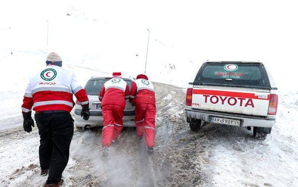 گرفتاری ۳۲۱ خودرو در برف طی ۴۸ساعت گذشته