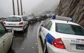 برفی شدن جاده هراز و کندوان مسافران نوروزی را غافلگیر کرد