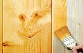 فنون رنگ زدن چوب در خانه