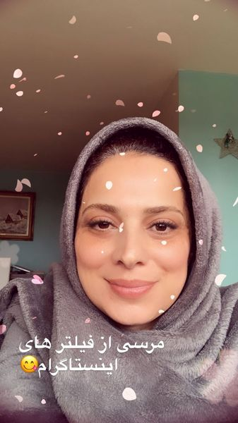 چهره ساده روشنک عجمیان در خانه اش + عکس