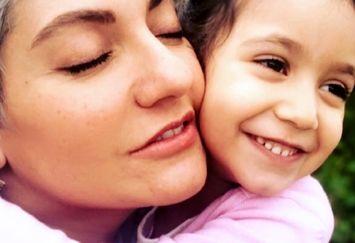 مهناز افشار و دخترش این روزها در خارج از کشور