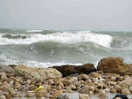 خلیج فارس متلاطم و مواج است