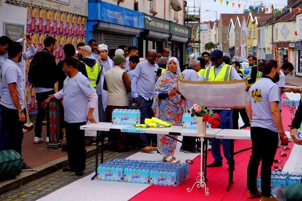 حضور هزاران نفر از مردم بریستول، در افطار+عکس