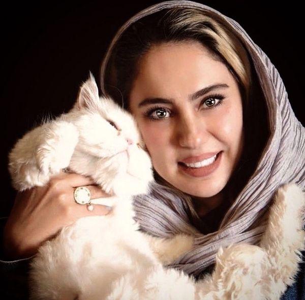 گربه سفید شیدا یوسفی + عکس