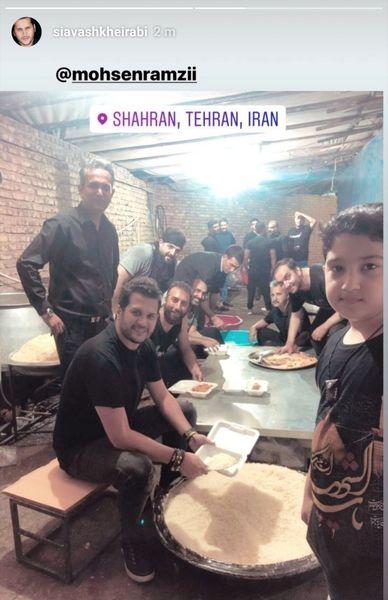 سیاوش خیرابی در حال کمک برای غذای نذری محرم+عکس