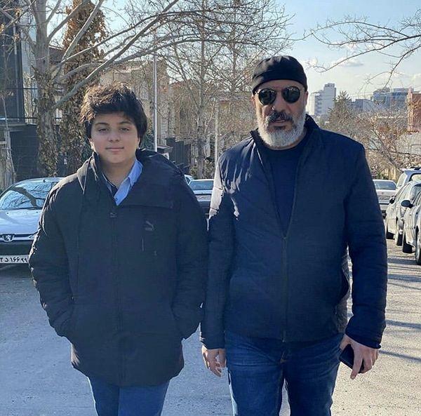 قدم زدن امیر جعفری و پسرش در خیابان + عکس