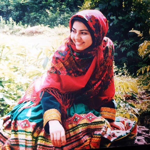 آناهیتا همتی با لباس محلی در 20 سالگی + عکس
