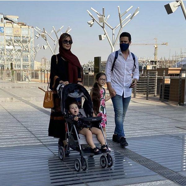 خانواده شاهرخ استخری در حال قدم زدن + عکس