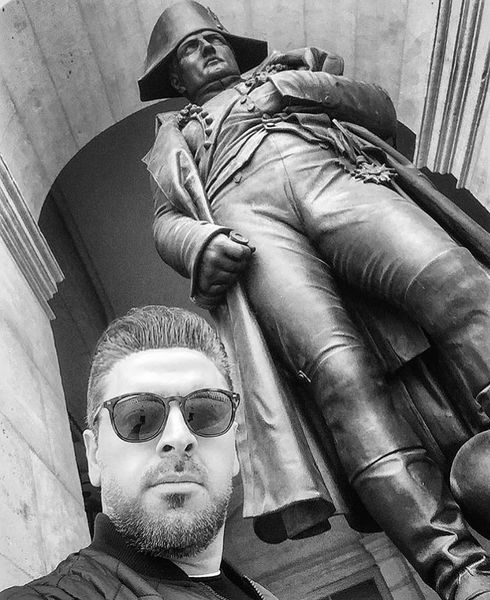 بهرنگ علوی در کنار مجسمه ناپلئون + عکس