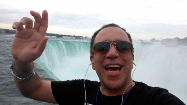 حال خوب امیر کربلایی زاده در کنار آبشار نیاگارا + عکس