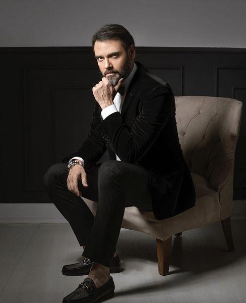 امیرعلی دانایی با لباسی رسمی + عکس