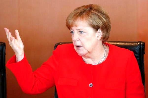 مرکل: صادرات تسلیحات نظامی آلمان به عربستان متوقف می شود