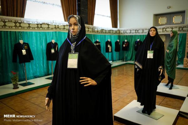 مانکن های زن با لباس عاشورایی