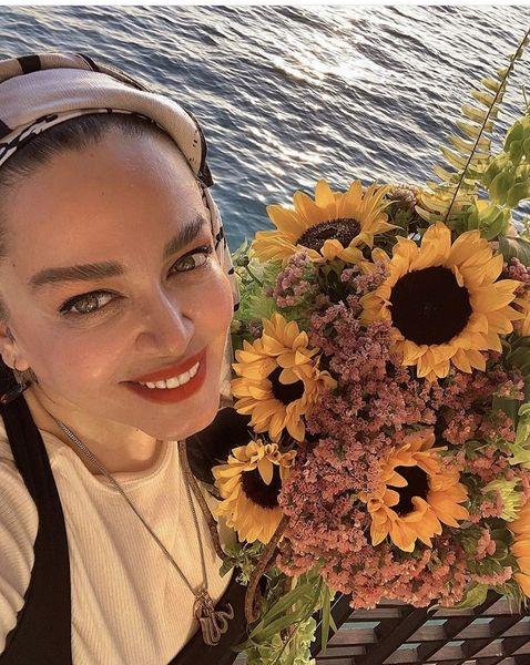 دست گل زیبای بهاره رهنما + عکس