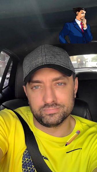تیپ زرد رنگ بهرام رادان در ماشینش + عکس