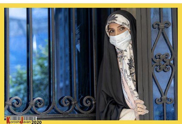 مژده لواسانی جلوی در خانه اش + عکس