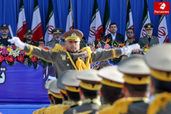 مراسم رژه بزرگ ارتش جمهوری اسلامی ایران باحضور رییسجمهورآغازشد