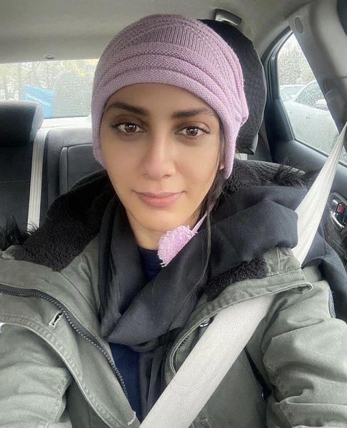 مونا فرجاد در ماشین شخصی اش + عکس