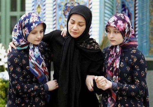 اشکهای بازیگر «پایتخت» در مراسم تشییع خشایار الوند/عکس