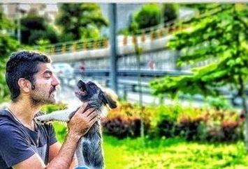 عکس بازیگر کم کار با سگش در پارک