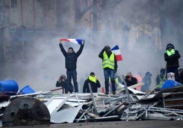 هشدار سیاستمداران فرانسوی به مکرون درباره سیاستهای اقتصادی