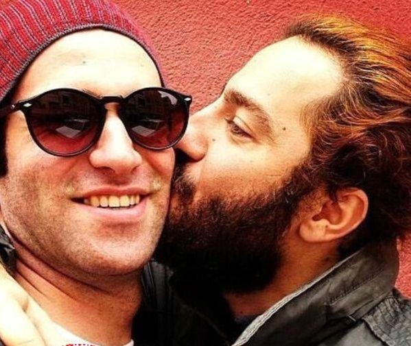 بوسه پر احساس نوید محمدزاده بر رفیق بازیگرش