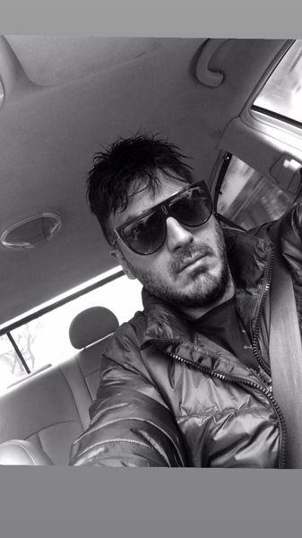 نیما شاهرخ شاهی در ماشینش + عکس