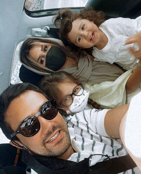 شاهرخ استخری و خانواده اش در ماشین + عکس