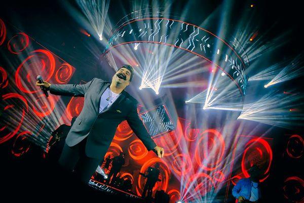 حس پرواز بهنام بانی در کنسرتش+عکس