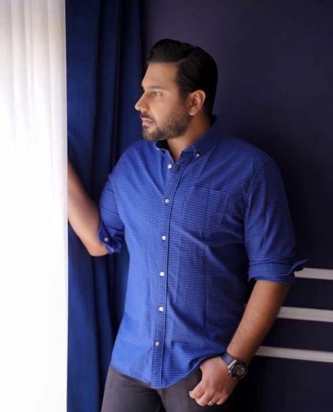 احسان خواجه امیری در اتاق خوابش + عکس