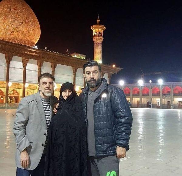 مرحوم علی انصاریان و مادر و برادرش در زیارت + عکس