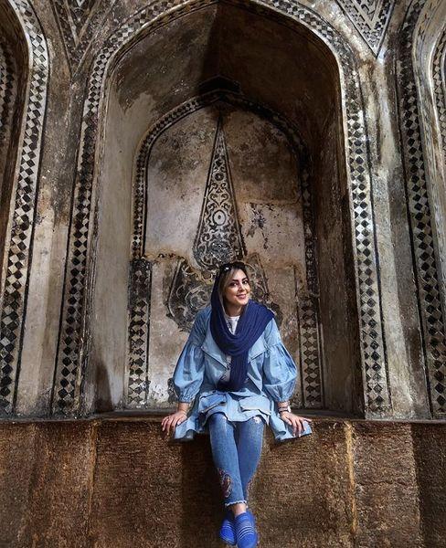 نیلوفر شهیدی در بنایی تاریخی + عکس