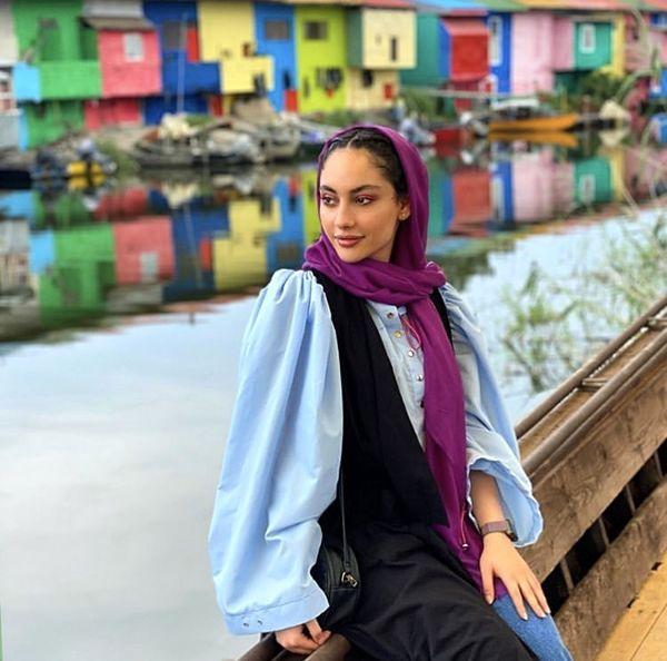 ترلان پروانه در کنار خانه های رنگی + عکس