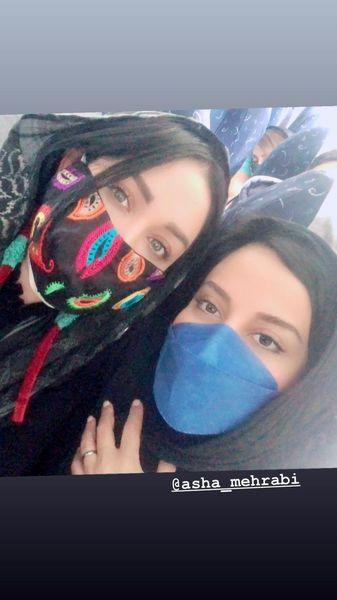 آشا محرابی و سارا منجزی پور در شلوغی های شهر + عکس
