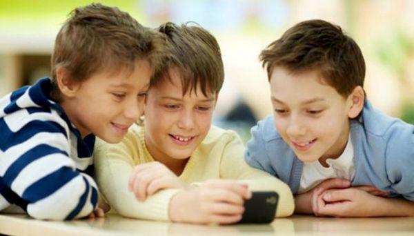 استفاده از تلفن همراه چه آسیبهایی را به کودکان وارد میکند؟