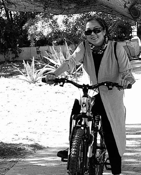 دوچرخه سواری پرستو گلستانی + عکس