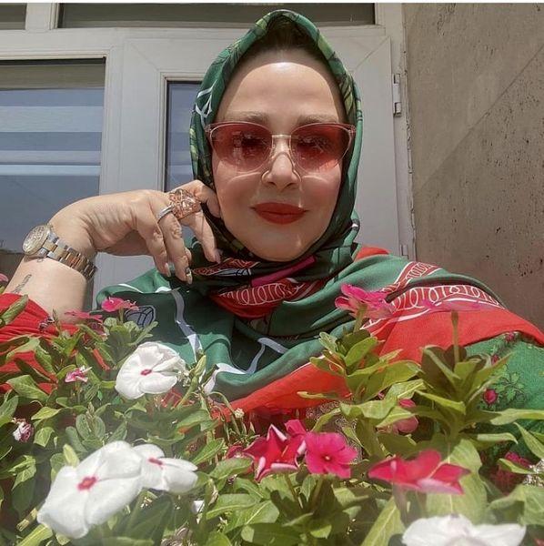 بهاره رهنما در حیاط سرسبز خانه شان + عکس