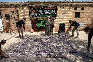 آماده سازی برای برگزاری مراسم روضه توسط جهادگران و مردم بومی