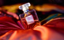 کدام عطر، براي چه کسي و چه فصلي مناسب است؟/ اين عطر چقدر ماندگاري دارد؟