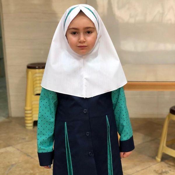 دختر بانمک بیژن بنفشه خواه در راه مدرسه+عکس