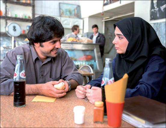 بازیگران لحظه گرگ و میش در رستوران دهه شصتی + عکس