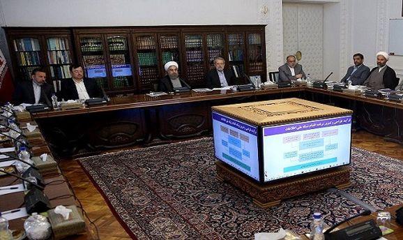 عضو حقوقی شورا خطاب به روحانی: خوب شد شما سرهنگ نیستید!/عدم تصویب رونمایی نمایشی از شبکه ملی اطلاعات