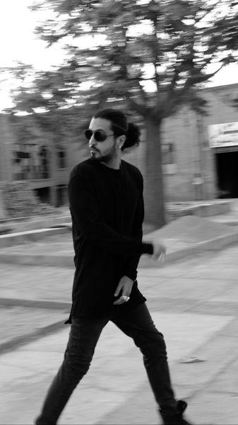 مهرداد صدیقیان در حال فرار + عکس