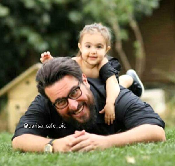 محسن کیایی در حال بازی با دخترش + عکس