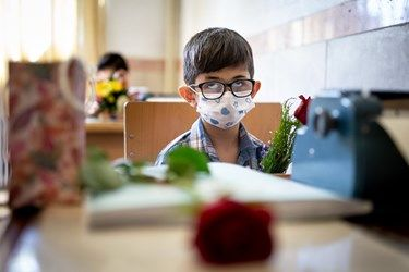 دانش آموزان نابینا در کلاس های درسی در مدرسه ویژه نابینایان شهید محبی تهران