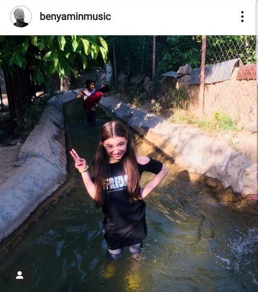 دختر بنیامین بهادری در حال آب تنی+عکس
