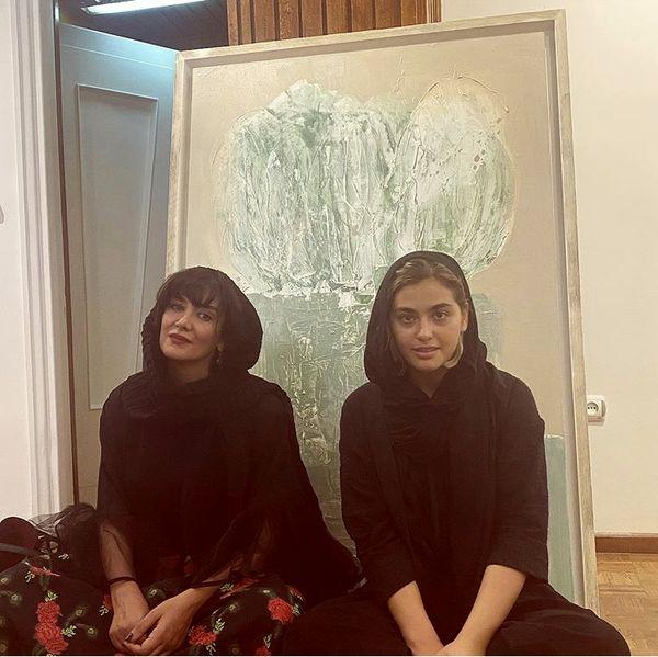 ریحانه پارسا و دوستش در یک گالری + عکس
