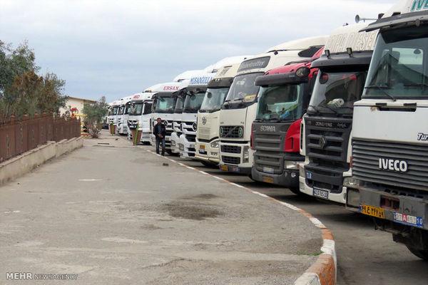 سردرگمی کامیونداران در مرز مهران