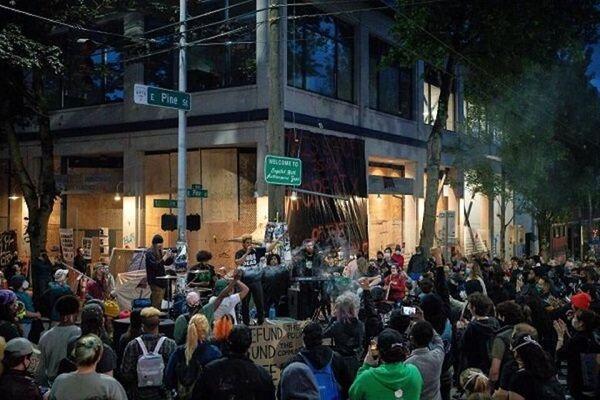 معترضان بخشهایی از سیاتل را به تصرف درآوردند
